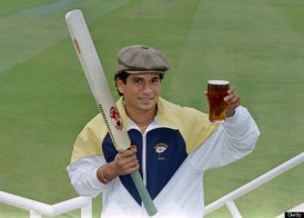 Indian batsman Sachin Tendulkar arrives at the Oval in London with a pint of English beer, on April 28, 1992, before making his debut for the Yorshire team on April 30. (Photo credit should read THIERRY SALIOU/AFP/Getty Images)